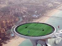 ОАЭ, Дубай. Теннисный корт на крыше отеля