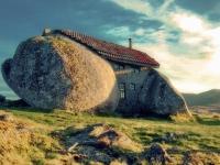 Дом-камень. Гимарайнш, Португалия