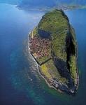 Один из самых маленьких городов мира — город Монемвасия, Греция