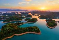 Закат над озером тысячи островов Цяньдаоху, Китай